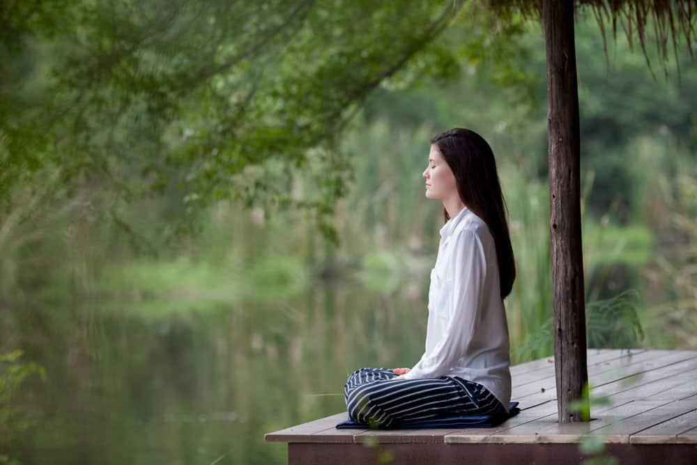 7 conseils pour arrêter de fumer facilement - Commencer à pratiquer l'auto-hypnose aujourd'hui pour programmer et enraciner de nouvelles croyances dans votre subconscient. Par exemple, l'idée et/ou la croyance que c'est facile de se libérer de la cigarette.